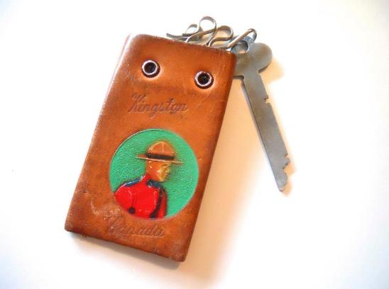 Dorothea's Closet Vintage accessories, 40s key keeper, vintage keychain